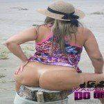 Esposa pelada na praia deserta
