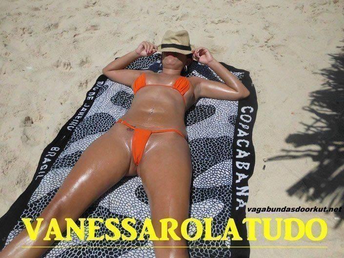 mulher puta na praia (13)