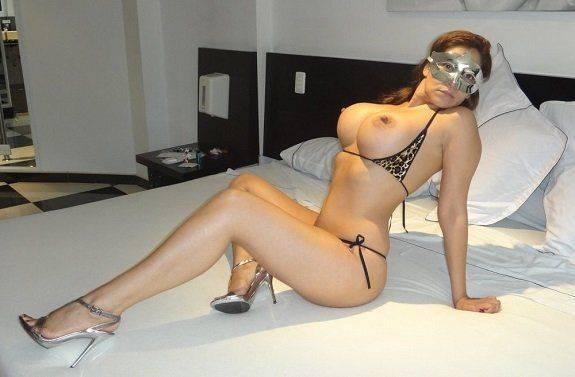 Esposa gostosa no motel pelada