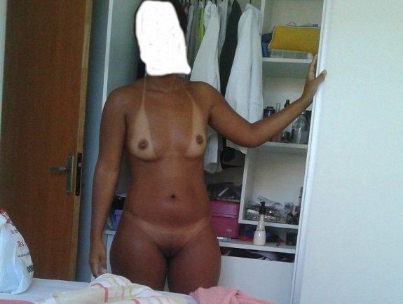 Flagra esposa nua no quarto