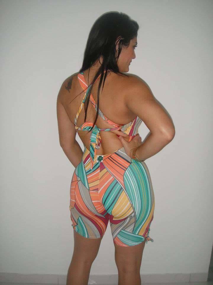 gostosa de roupas coladas suplex (8)