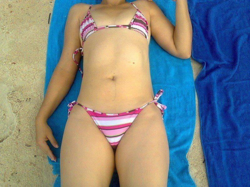 esposa gostosa de biquíni na praia (6)