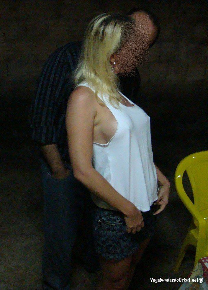 Esposa liberada pelo corno gostosa (5)