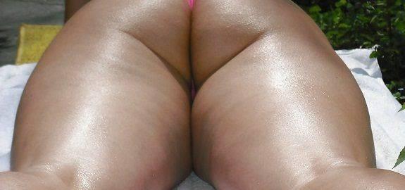 Mulher gostosa rabuda de biquíni