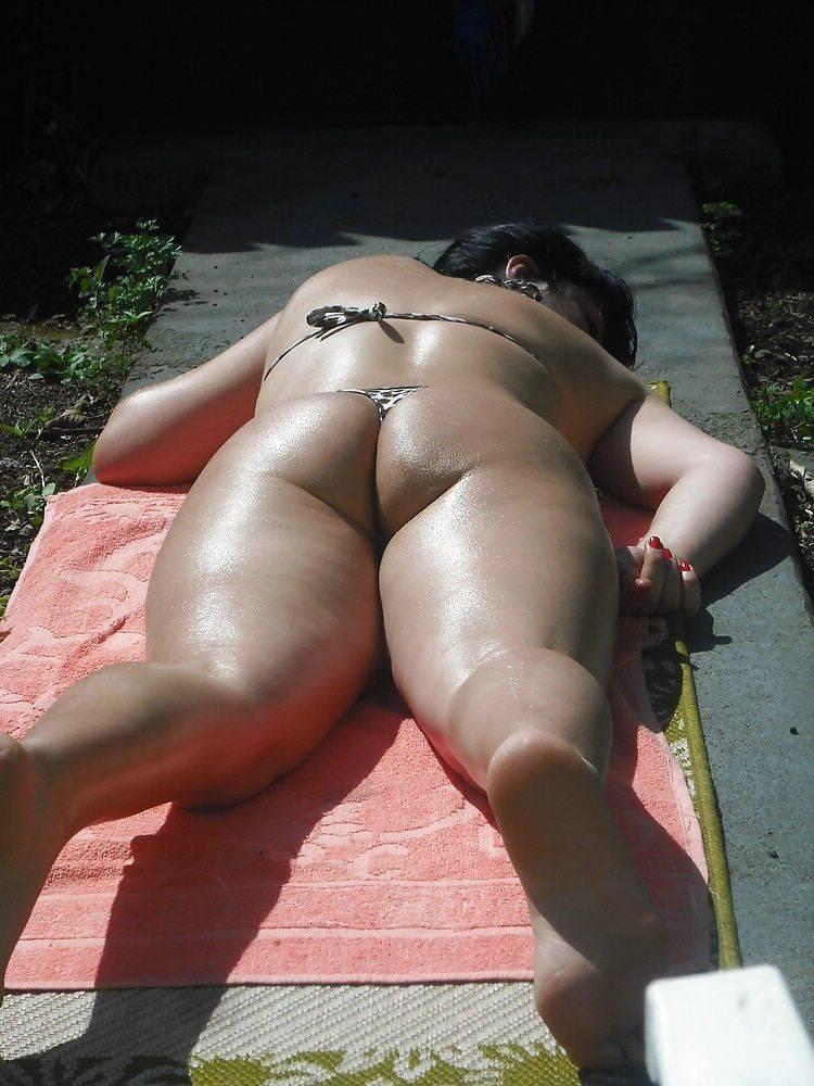 Mulher gostosa rabuda de biquíni (5)