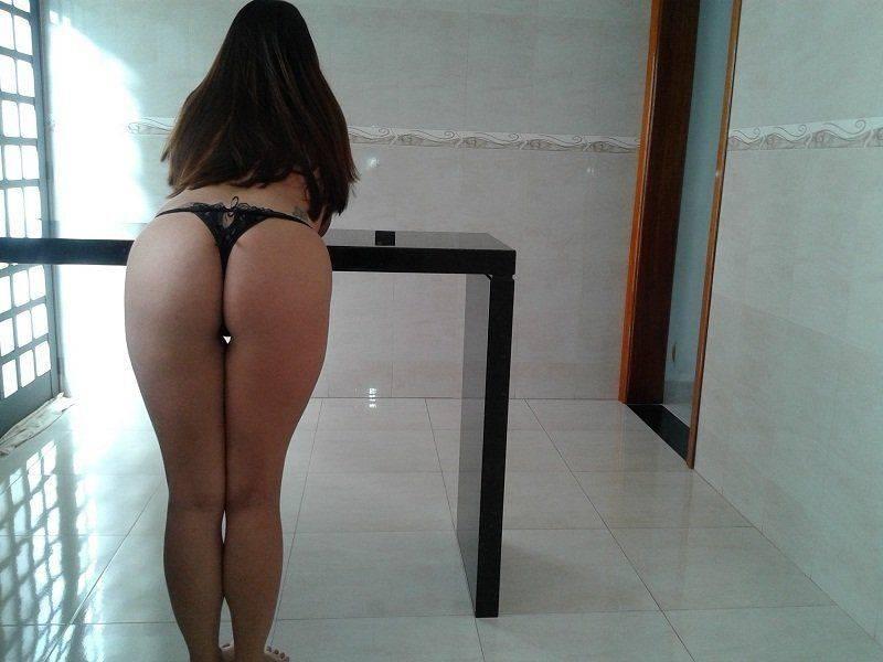 Raquel exibida mostrando a bunda gostosa (1)