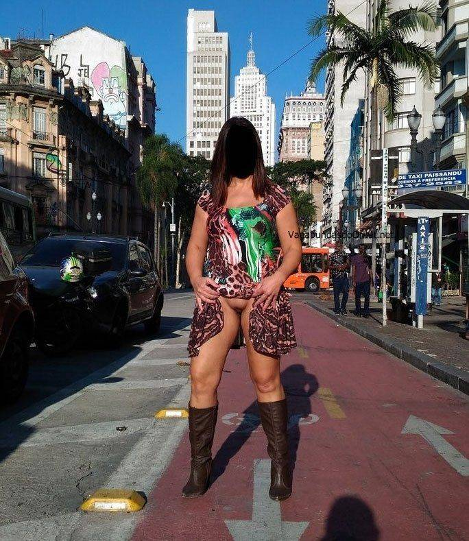 Exibicionismo da esposa pelada na rua (7)