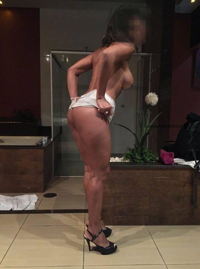 Fotos amadoras da esposa peituda nua no motel (8)