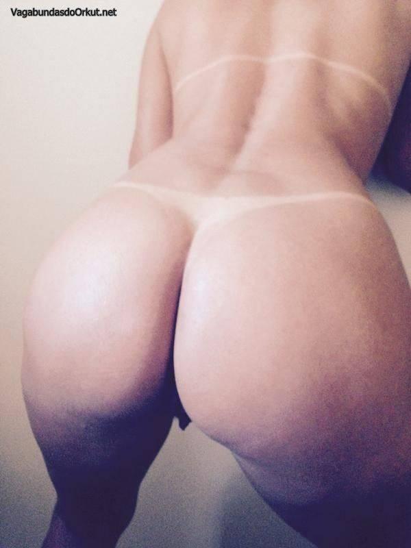 esposa-loira-bronzeada-gostosa-exibida-18