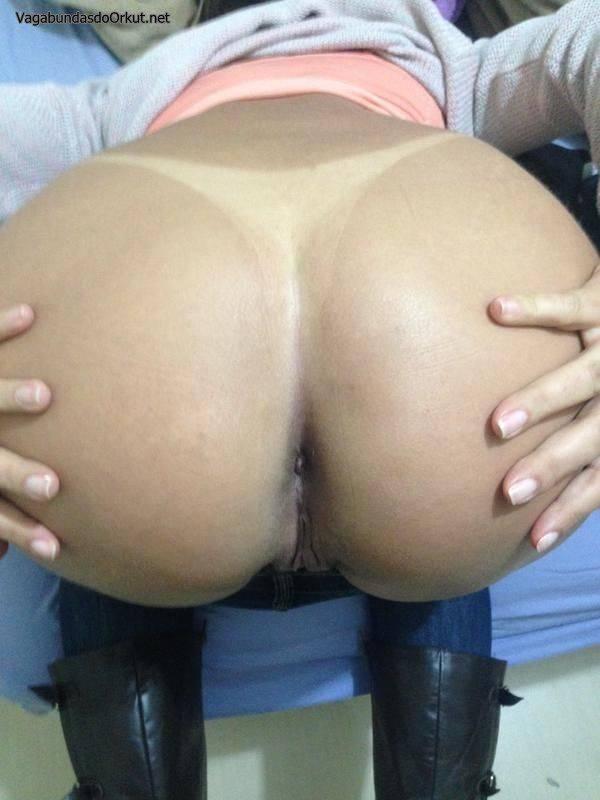 esposa-loira-bronzeada-gostosa-exibida-25