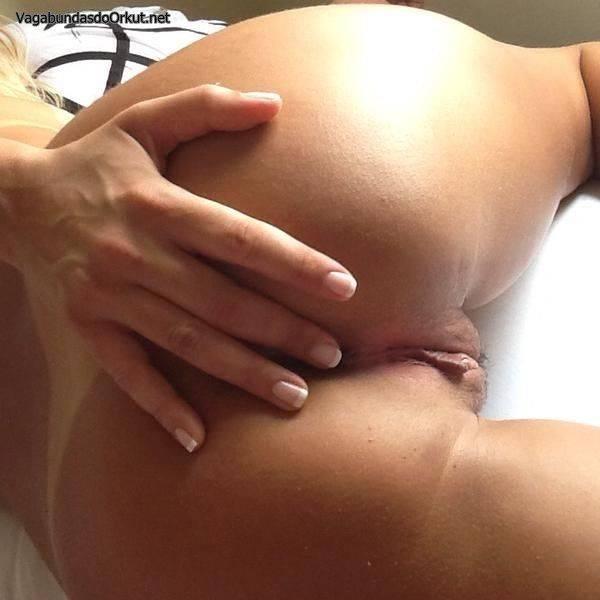 esposa-loira-bronzeada-gostosa-exibida-33