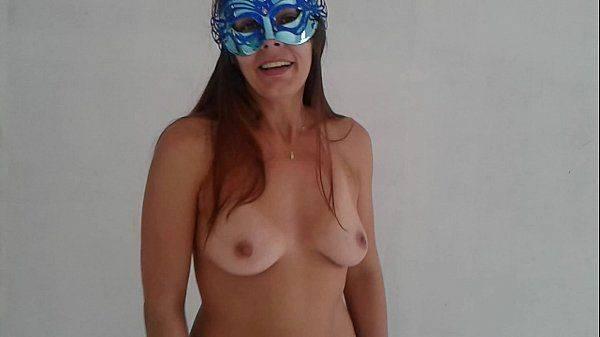 Raquel Exibida ficando pelada para seus fãs