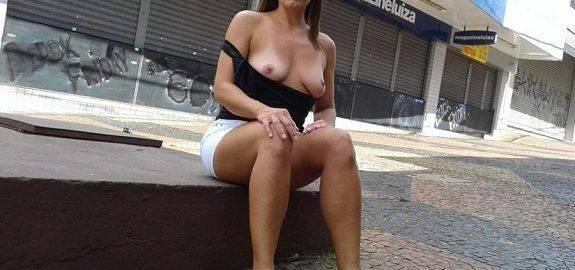 Raquel casada pelada na rua
