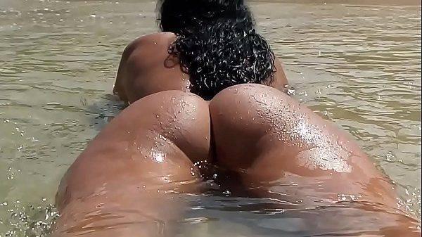Filmando a esposa pelada na praia de nudismo