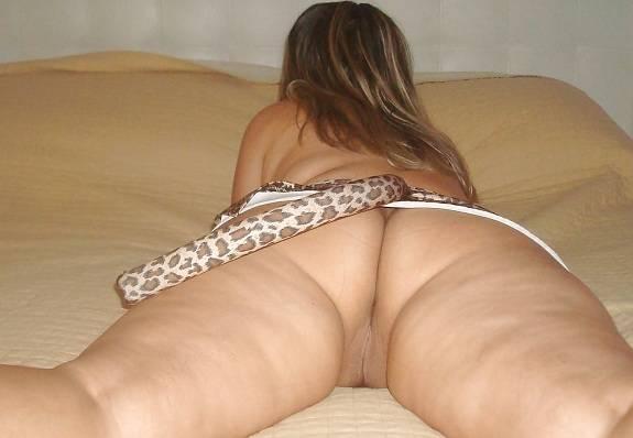 Loira casada gostosa com sua lingerie