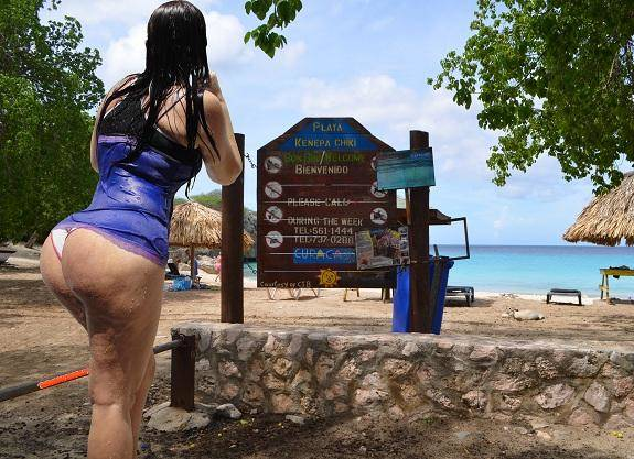 Morena rabuda gostosa exibida em viagens pelo mundo