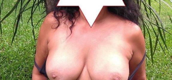 Gostosa exibindo fotos amadoras os seus peitos