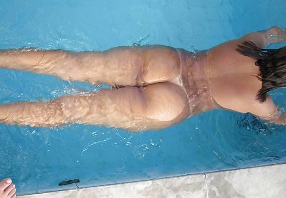 Rabuda tatuada em fotos amadoras peladas