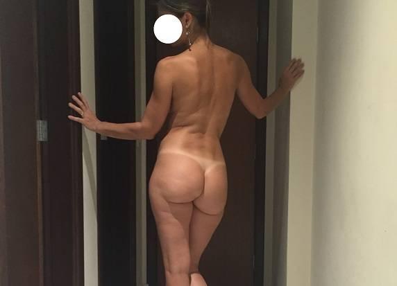 Esposa loira e magrinha em fotos amadoras
