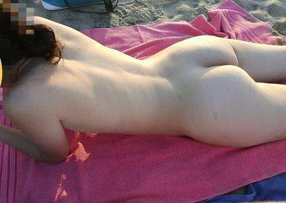Branquinha magrinha deliciosa em fotos peladas