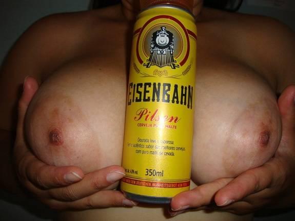 Esposa branquinha gostosa dos peitos grandes