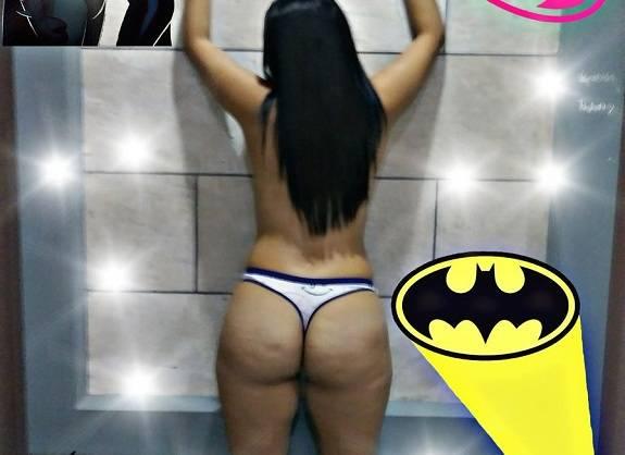 Casal Batman em fotos amadoras da esposa