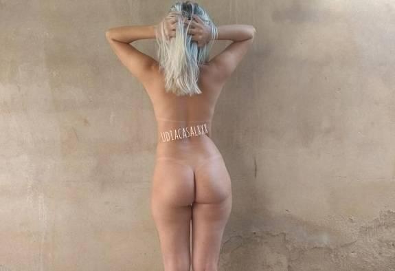 Loira gostosa em fotos de sexo amador