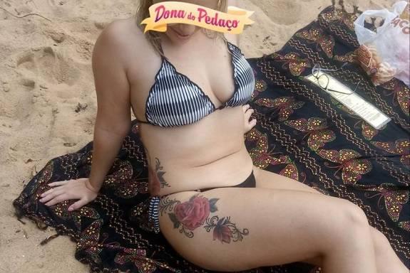 Loira gostosa tatuada de corno