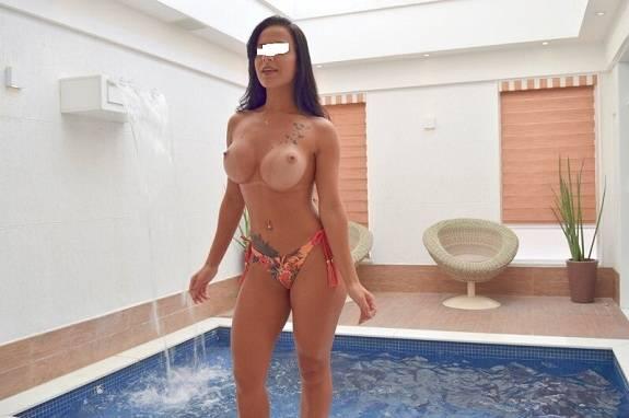 Morena gostosa solteira e suas fotos amadoras nuas