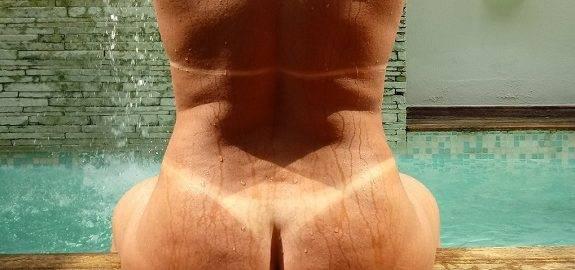 Esposa gostosa mostrando seu corpo bronzeado