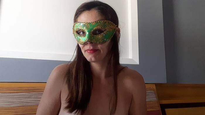 Raquel exibida mostrando a sua buceta gostosa