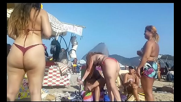 Filmando as gostosas de biquíni na praia