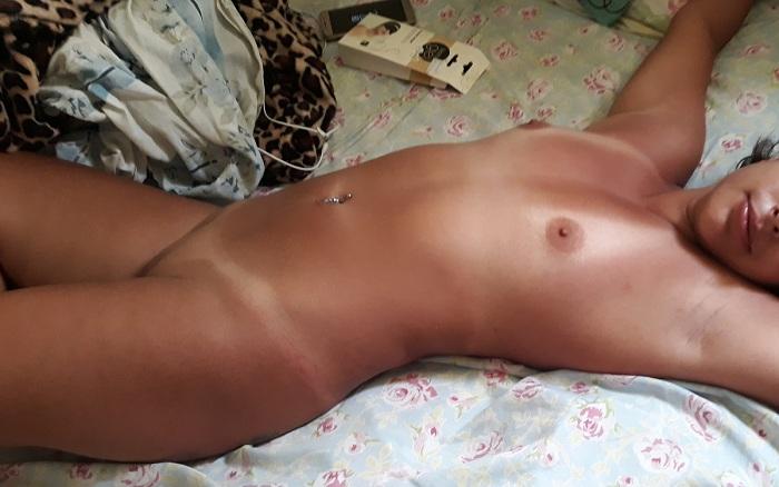 Exibindo a esposa bronzeada peladinha