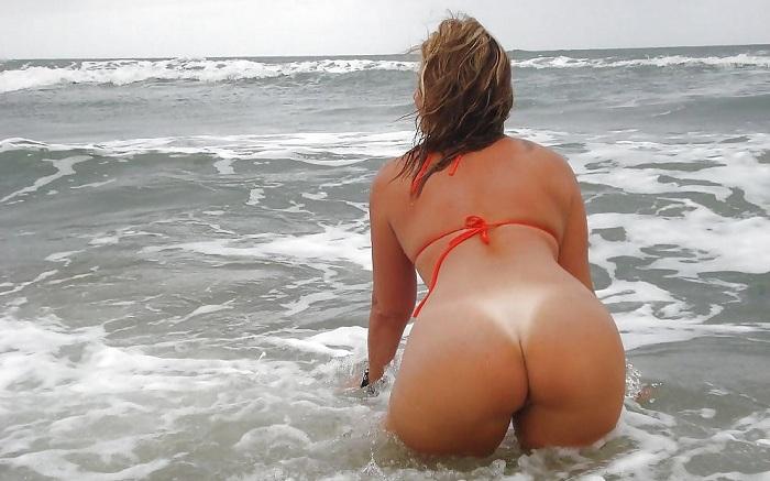 Esposa pelada na praia toda sensual