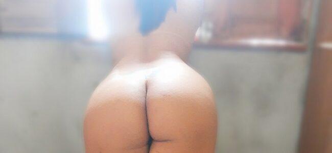Morena da bunda gostosa exibida sensual